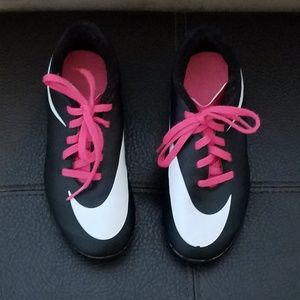 Nike girls soccer cleats size 13